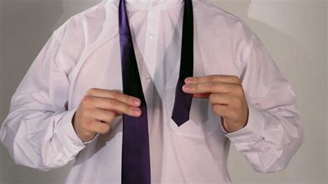 How to Tie a Double Windsor - YouTube
