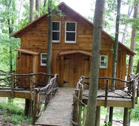 Show goes inside Ohio cabin in canopy - Entertainment