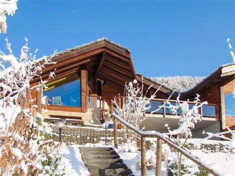 Clebes Holiday Home, Sleeps 8 with Free WiFi - Nendaz