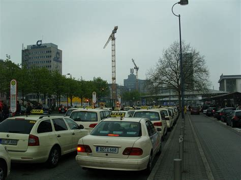 Taxi in Ruhr, hailing a taxi, catching a cab in Essen