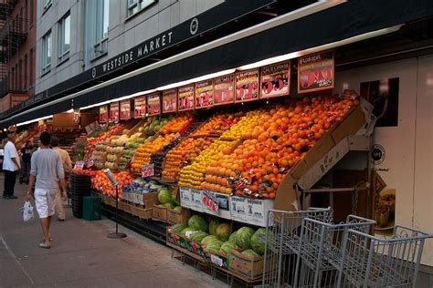File:Westside Market fruit stand, Broadway and W 110th St