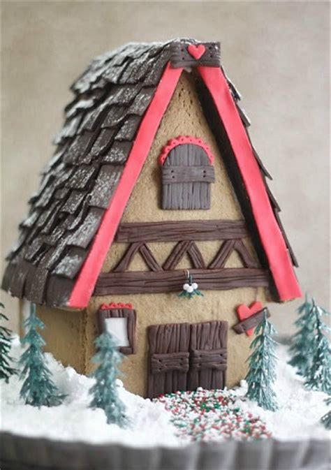 Pictures of Decorated Gingerbread Houses - One Hundred